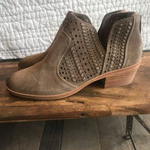 Booties Vincent camuto size 8.5